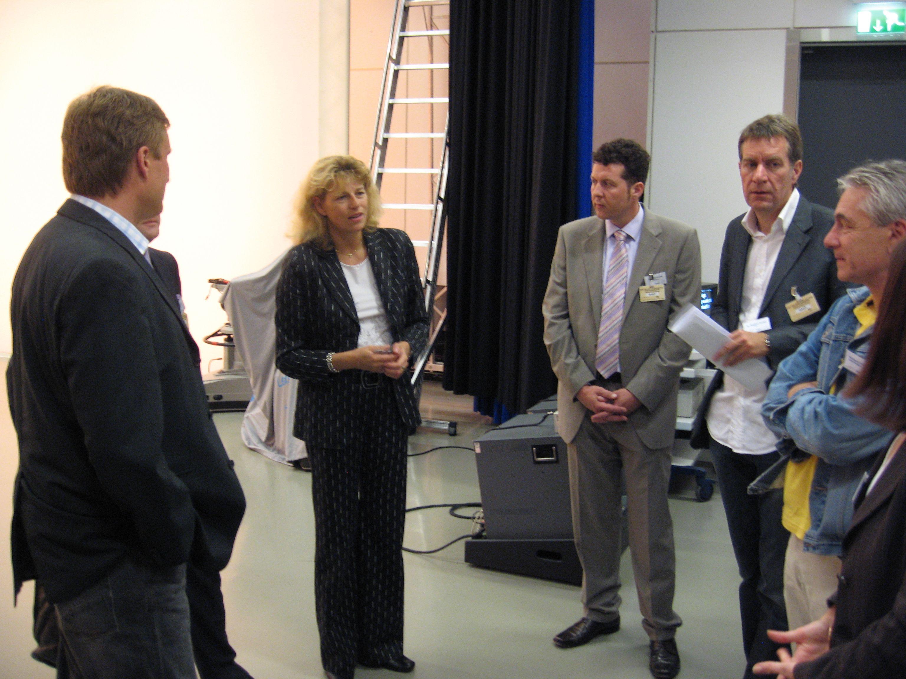 CTVA e.V. zu Besuch bei BundestagsTV; Dr. Maika Jachmann (Leitung BundestagTV, 3.v.l.) im Gespräch u.a. mit Dr. Matthias Kunert (Vosrtand CTVA, 3.v.r.)