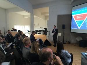 Joachim Ferdinand von Google: User wechseln 27x am Tag zwischen Smartphone, Tablet & PC hin und her. Mit Dynamic Creative Masthead kann ich sie auf allen Kanälen erreichen.