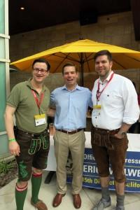 Delegationsmitglieder Nikolai A. Behr und Philipp Schall mit dem Kongressabgeordneter Eric Swalwell (Dem.) über Ausbildungsmöglichkeiten und Förderungen für Jugendliche in Bayern und den USA